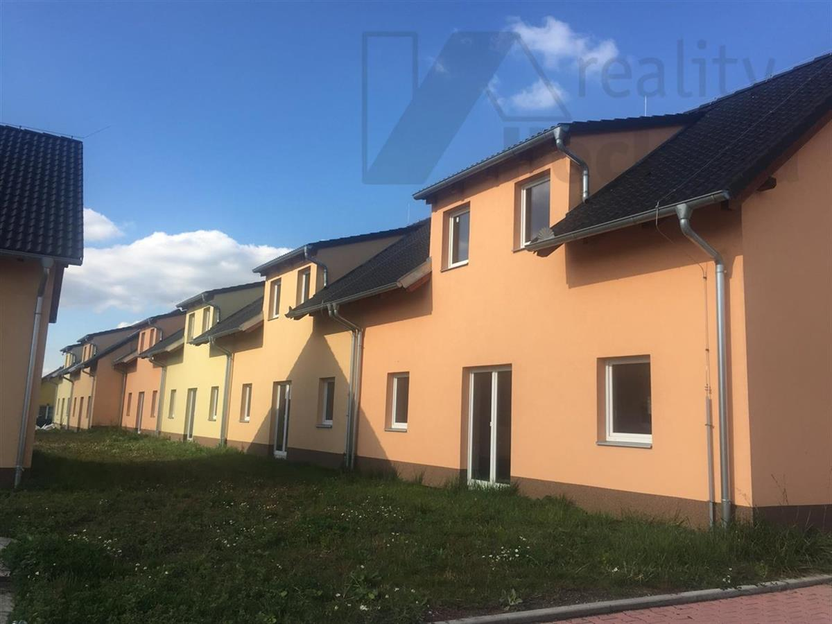 Řadové rodinné domy v obci Kosořice u Mladé Boleslavi